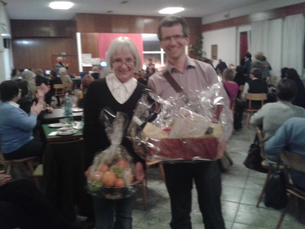 Ellen und Lothar erbeuten Nahrungsmittel beim Dreikönigsturnier in SigmaringenSigmaringen